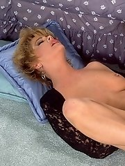 Retro mature slut enjoys having her pussy banged really hard